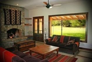 326571-cieple-wnetrza-wiejskiego-domu